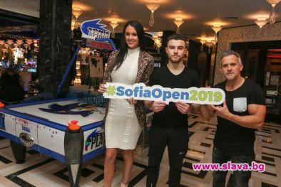 Шоу битка по въздушен хокей между Рейчъл Стълман и Йордан Йовчев в хотел Marinela Sofia