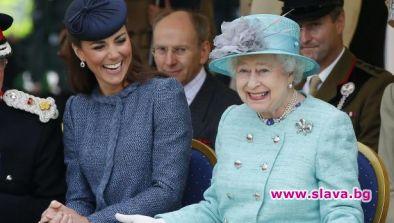 Меган се отдалечава, а кралица Елизабет все по-близка с Кейт