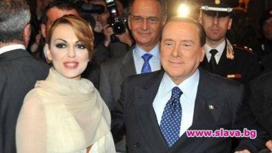 Берлускони се раздели с Франческа, хванаха го с...