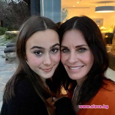 Кортни Кокс и дъщеря ѝ Коко в дует