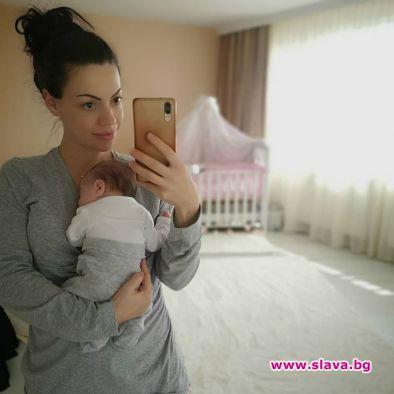 Славея Сиракова показа бебето