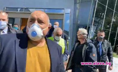 Борисов в смолянски завод, който ще прави маски и очила