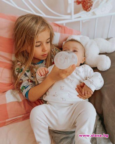 Внукът на Халваджиян се грижи за малката си сестричка