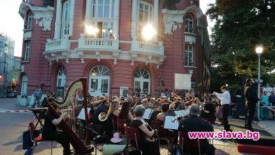 Арии от балкона, романси и канцонети на живо във Варна