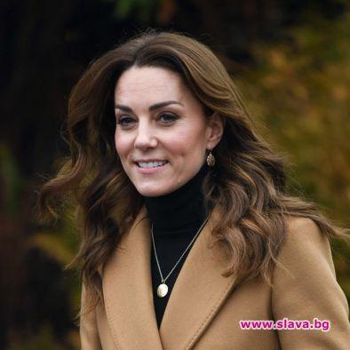Кейт Мидълтън в капана на кралските задължения след...