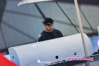 Tоп DJ от Миконос даде старт на летните партита