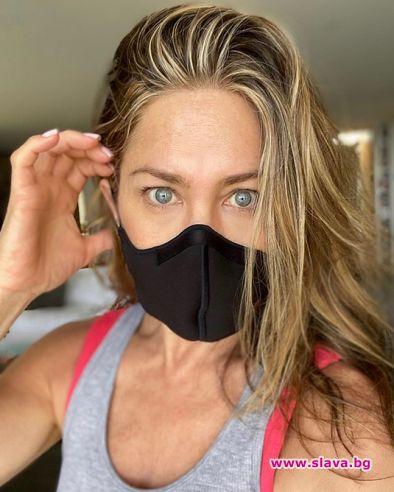 Анистън призова: Носете маски!