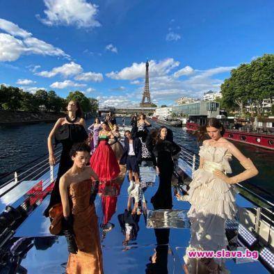 Balmain с моден круиз по река Сена