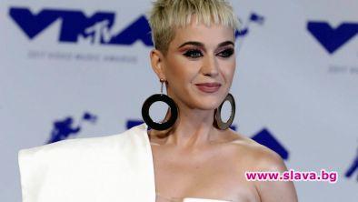 Кейти Пери си връща усмивката с нов албум