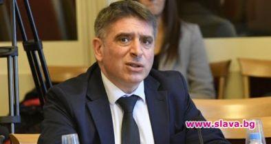 Премиерът забрани на министър Кирилов да пише...