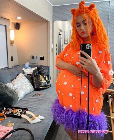 Кейти Пери ще ражда с оранжева коса