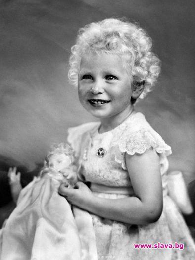 Снимки на дъщерята на Елизабет II, които светът още не...