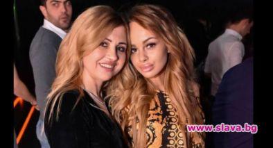 Сузанита обикаля дискотеките с майка си