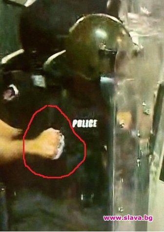 Кадри на брутално полицейско насилие опровергават МВР
