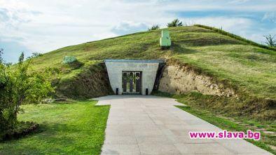 Гробницата в Свещари, римски колони и фестът на...