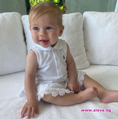 Курникова и Иглесиас показаха 7 месечната си дъщеря