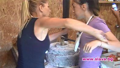 Женски бой във Фермата