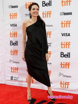 Снимка: Прокобата на Анджелина Джоли