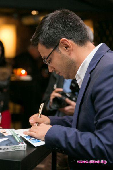 С емоционална изненада поздравиха автора за премиератаПовече от 200 гости