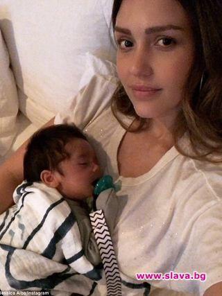 Холивудската звезда Джесика Алба се похвали с малкия си син