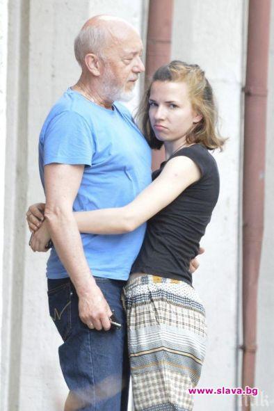 Стоян Алексиев напоследък е хукнал като цветарка да чука по