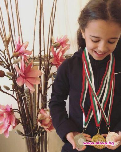 Дъщерята на фолкдивата Мария – Марая, е шампион по шахмат.