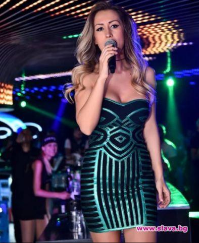 Певицата Джена се появи на участие в клуб доста променена.От