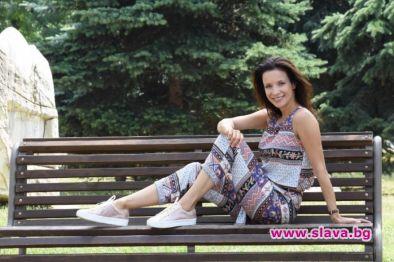 Звездата от Привличане Яна Маринова се довери на модните предложения