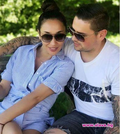 Мария Илиева заряза бебето си и замина на романтична екскурзия