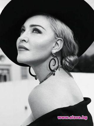 Мадона отбелязва своята 60-годишнина като се снима в черно-бяла фотосесия
