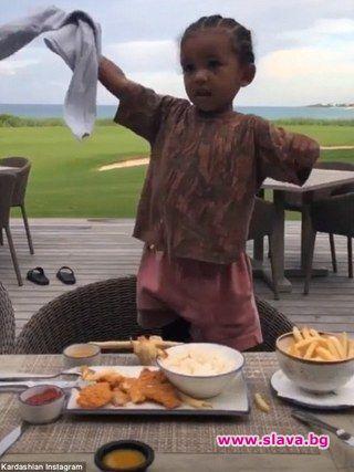 Ким Кардашиян се похвали с танцувалните възможности на 2-годишния й