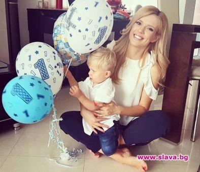 Певицата Нели Петкова показа сина си Даниел за първи път