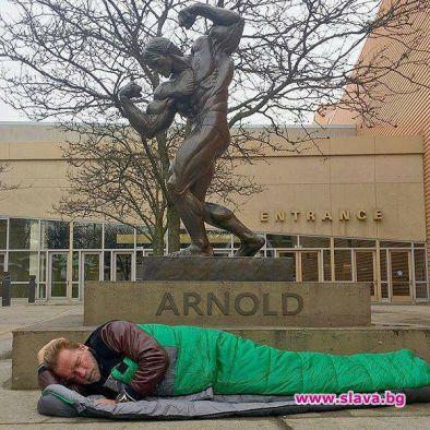 Арнолд Шварценегер публикува снимка на себе си, на която спи