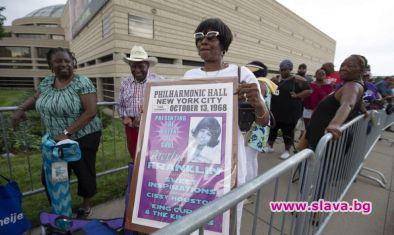 В Детройт започна поклонението пред тленните останки на Кралицата на