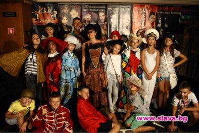 На 16 септември, в навечерието на празника на София, театър