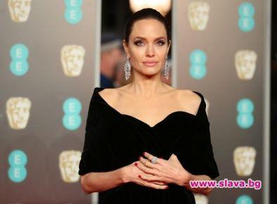 Анджелина Джоли ще се омъжва отново, пише New Idea. Според