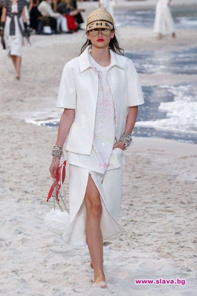 По време на Седмицата на модата в Париж моделката на