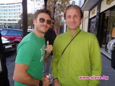 Актьорът Скот Истууд се завърна в България, научи Монитор. Причината