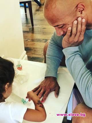 Дуейн Джонсън показа за пореден път, че е страхотен баща.