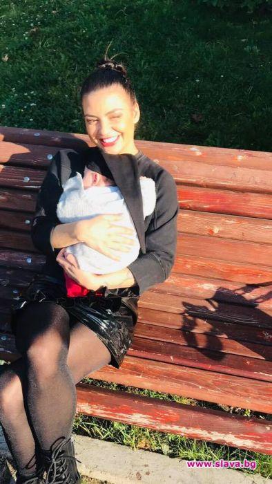 Чуждо бебе гушка Деси Цонева. Журналистката се върна години назад,