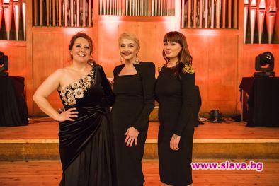 Снимка: Камелия, Милица и Рут с общ концерт