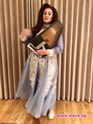 Ретро рокля с тюл в цвят лавандула, украсена с бяла