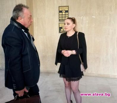 Фолпевицата Деси Слава дойде в бургаския окръжен съд, след като