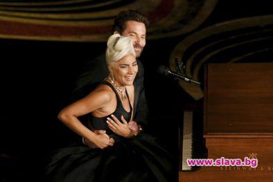 Чувственото изпълнение на Лейди Гага и Брадли Купър на песента