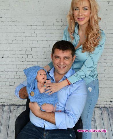 Снимка: Акушерка научила Антония Петрова как да къпе и кърми бебето