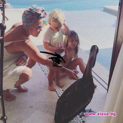 Снимка: Заради обиди: Пинк спира да качва снимки на децата си