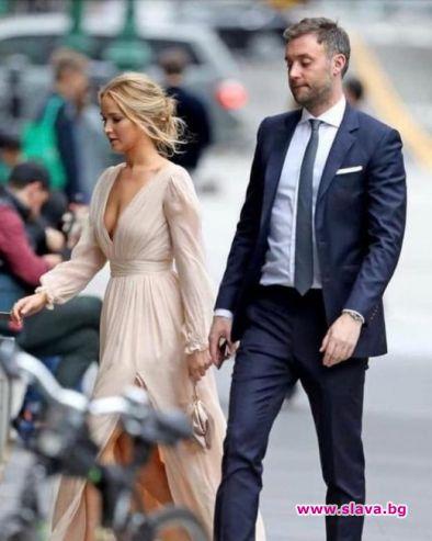 Дженифър Лорънс и годеникът й отпразнуваха наближаването на сватбата си