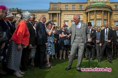 Британският престолонаследник принц Чарлз посети новородения си внук Арчи Харисън