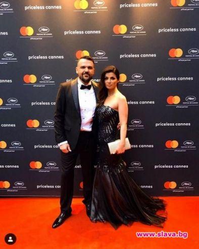 Българската поп звезда Владимир Ампов-Графа заведе съпругата си Мария на