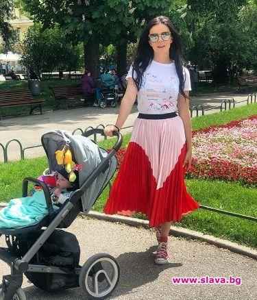 Актрисата Мона Гочев сподели, че иска скоро семейството им с